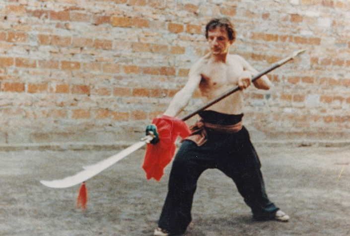 GM Walter Toch training in China by Shi Yong Shou 33e Generation Shaolin monk 1987.